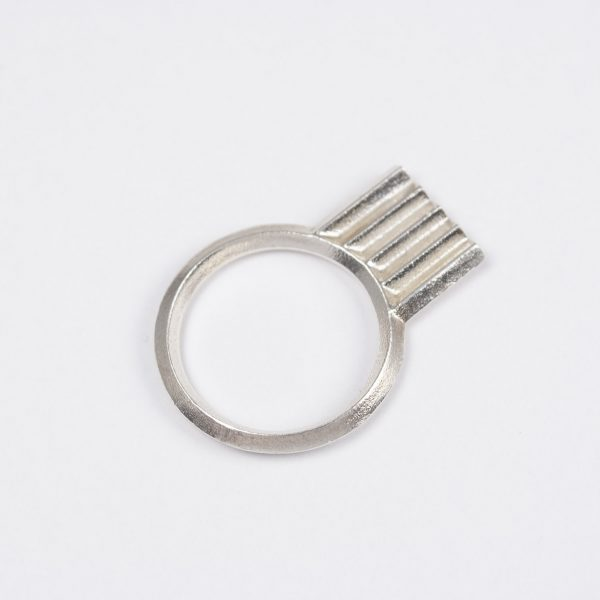 artefakti jewelry ring diagonal collection mini, shiny silver finish . front view