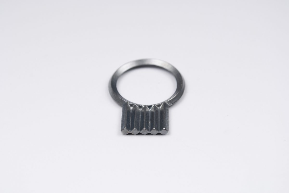 artefakti jewelry ring diagonal collection mini, silver black patina. side view